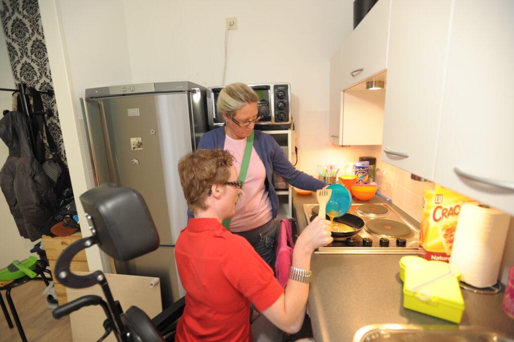 ondersteuning thuis voor mensen met niet-aangeboren hersenletsel of lichamelijke beperking